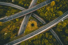 Vue aérienne de routes qui se croisent